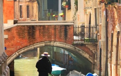 To ride a sea canoe in Phuket or gondola in Venice – that is the question